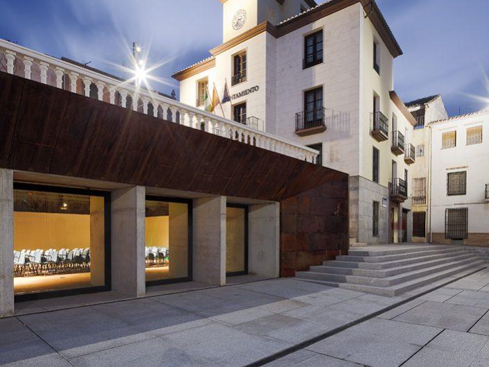 Plaza y Sala de Exposiciones en Cabra del Santo Cristo -Jaén-